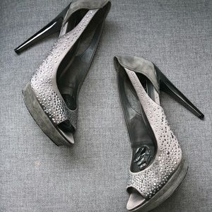 BCBGMAXAZRIA gray satin and suede shoes